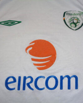 2005/06 IRELAND Away Football Shirt M Medium White Umbro